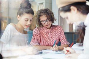 Literarische Parallelwelten erschaffen als kreative Schreibübung