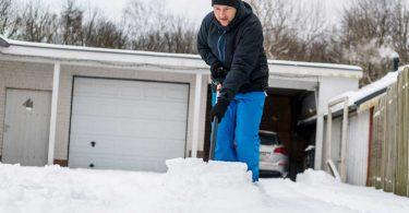 Räumen und Streuen im Winter: Nur bis zur Grundstücksgrenze!