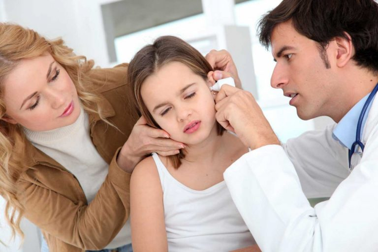 Ohrenschmerzen – Symptom für Mittelohrentzündung oder Entzündungen im äußeren Ohr