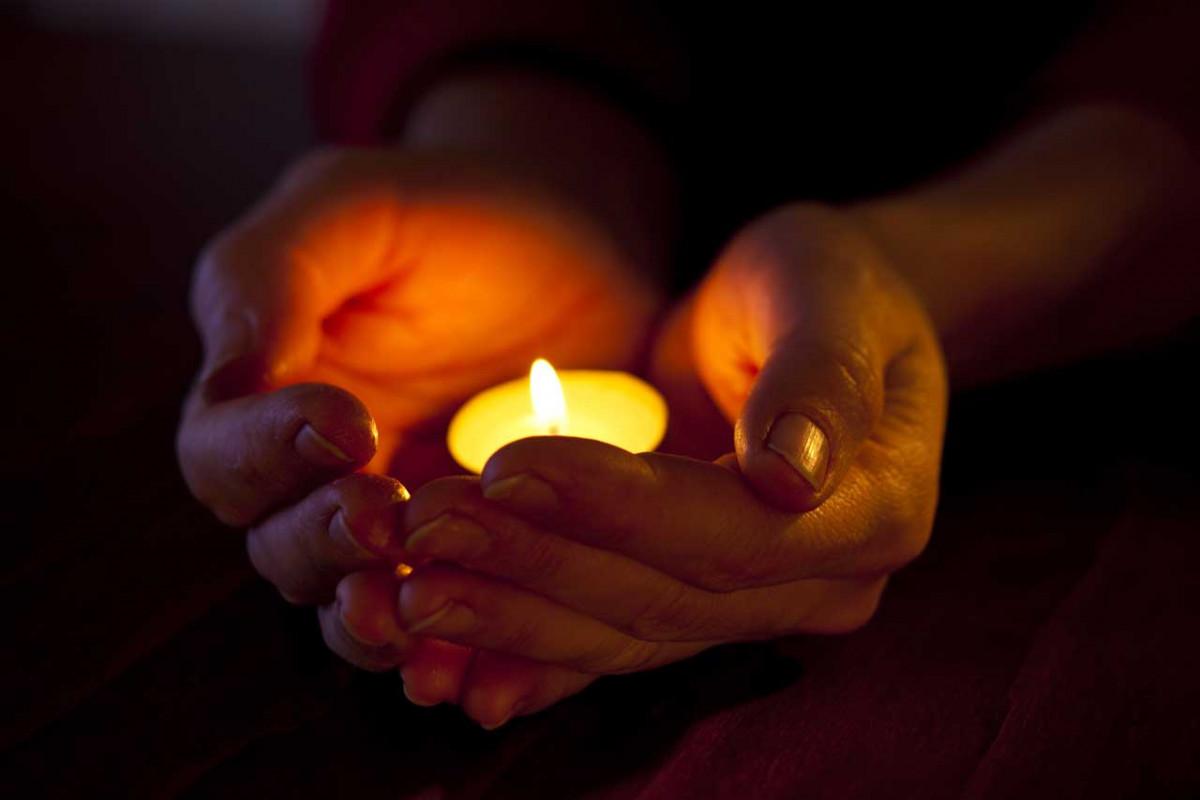 Wie Rituale mit Kerzen in der Familie den Zusammenhalt stärken