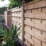 Sichtschutz im Garten: Holz und Weide