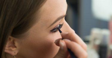 Falsche Wimpern – Anleitung und hilfreiche Tipps