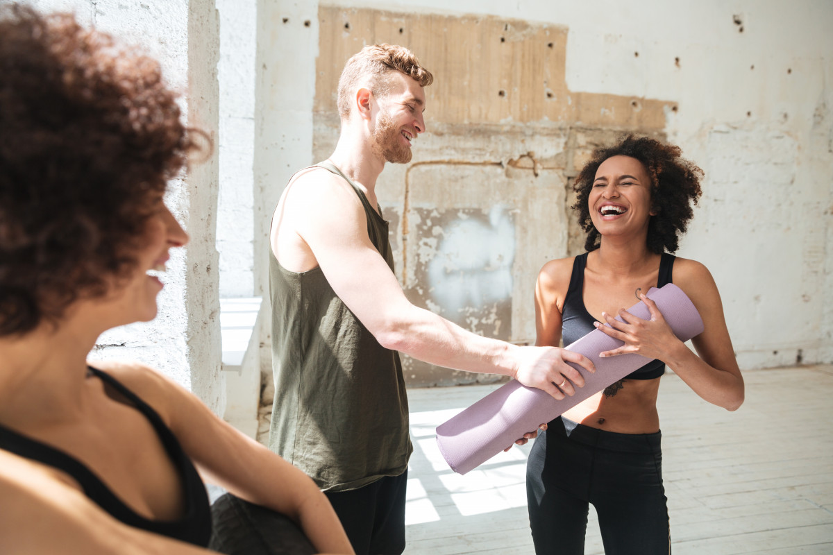 Lachyoga – So stärken Sie Körper und Seele