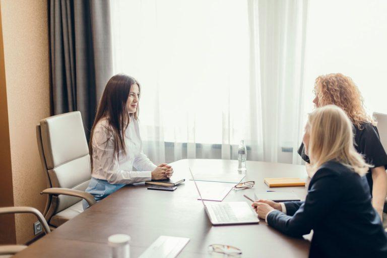 Die besten Tipps und Tricks rund um das perfekte Outfit fürs nächste Bewerbungsgespräch