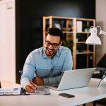 Die besten Gründe für einen höhenverstellbaren Schreibtisch