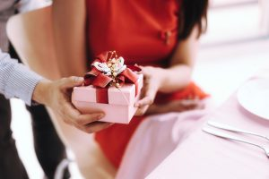 Geschenktipps für sie zum Valentinstag: gemeinsame Abenteuer in der Duftwelt