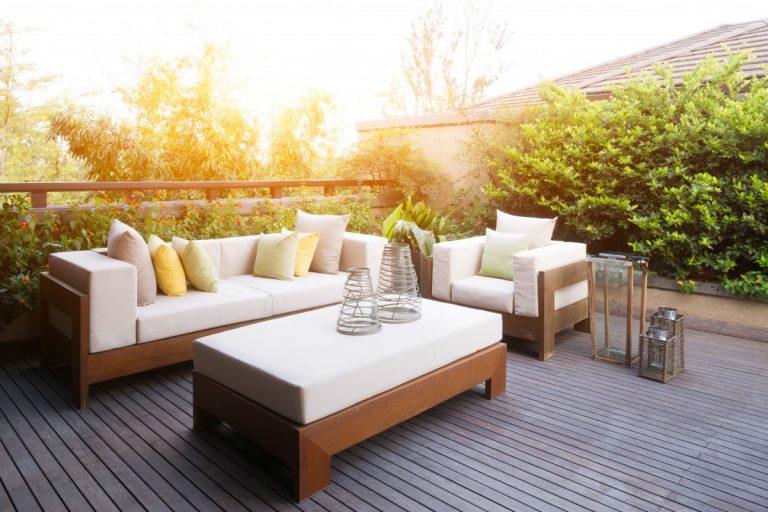 Die Gartenmöbel schnell & einfach reinigen: Die besten Tipps und Tricks