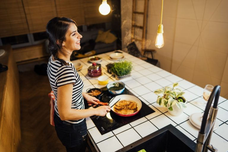 Elektro, Gas oder Induktion: Die Besonderheiten beim Kochen arrangiert