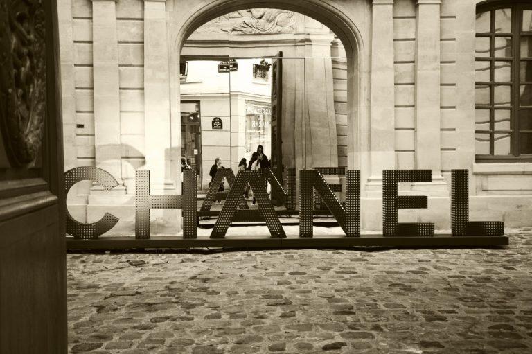 Die Geschichte des weltbekannten Modedesigns - Chanel