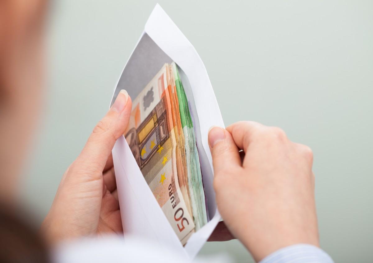 Geld leihen durch eine Kreditanfrage beim Online-Anbieter