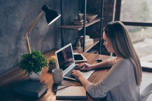 Weiterbildung im Home-Office: Welche Vorteile und Möglichkeiten sie Unternehmen und Mitarbeitern bietet